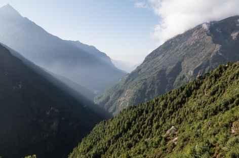 Vue sur la vallée d'où l'on vient - Népal -