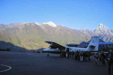 Avion prêt au décollage - Népal -