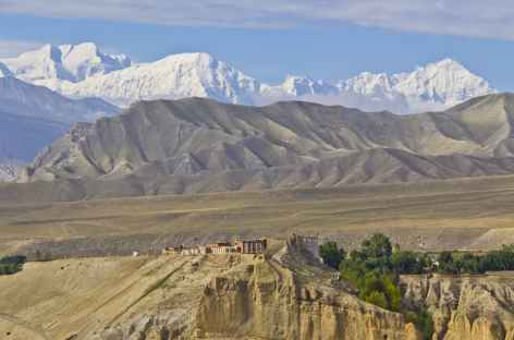 Tsarang et l'Annapurna I au fond, Mustang - Népal -