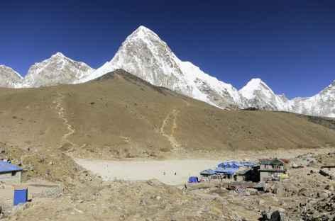 Gorak Shep, le Kala Pattar et la pyramide du Pumori - Népal -