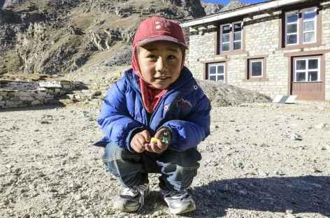 Petit sherpa sur le chemin de l'Everest - Népal -