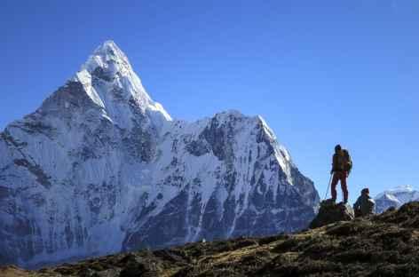 Contemplation sous la face Nord de l'Ama Dablam - Népal -