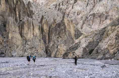 Dans les Gorges entre  Amaka et Chödzong - Nepal -