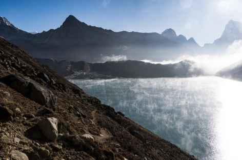 Le lac de Gokyo au lever du jour - Népal -