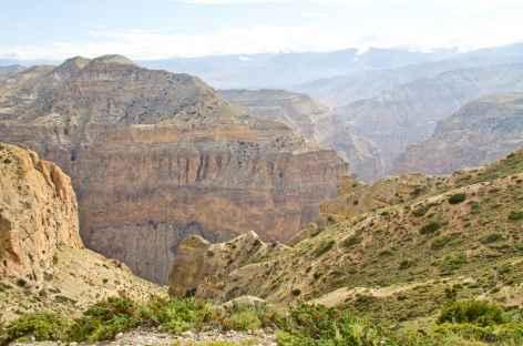 Canyon allant à la grotte monastère de Chungsi Mustang-Népal -