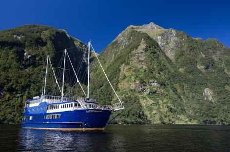 Notre bateau dans le somptueux fjord de Doubtful Sound - Nouvelle Zélande -