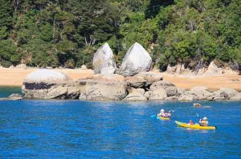 Le fameux Split Apple Rock, Parc national d'Abel Tasman - Nouvelle Zélande -