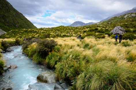 Marche dans la Hooker Valley, au pied du Mont Cook - Nouvelle Zélande -