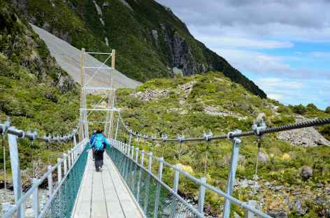 Pont suspendu dans la vallée de Hooker, Mont Cook - Nouvelle Zélande -