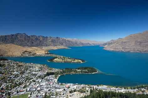 Ville de Queenstown et le lac Wakatipu - Nouvelle Zélande -