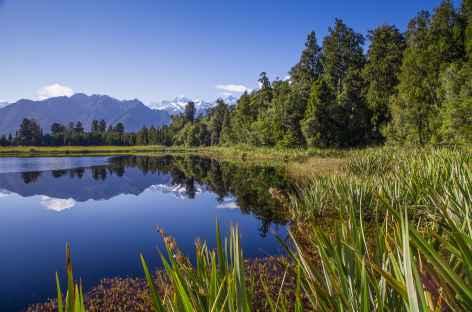 Reflets sur le lac Matheson, vers Fox Glacier - Nouvelle Zélande -
