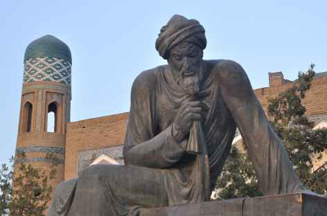 Khiva, statue de Al-Khawarizmi, célèbre mathématicien et astrologue - Ouzbékistan -