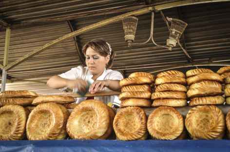 Tashkent, au célèbre bazar couvert de Tchorsu - Ouzbékistan -