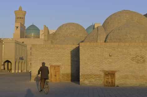 Dans les rues de Boukhara - Ouzbékistan -