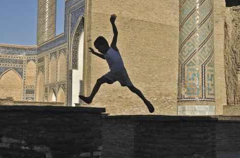 Jeux d'enfants à Samarcande - Ouzbékistan -
