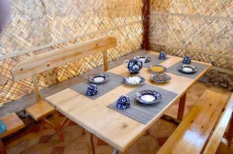 Accueil au camp de yourte, Ouzbékistan -