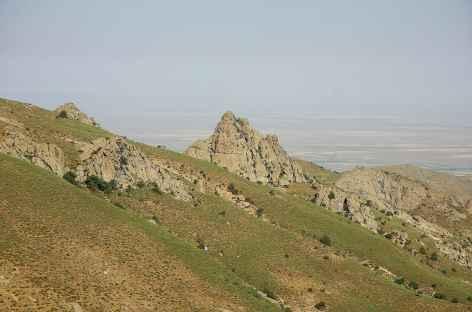 Chemin balcon dans les montagnes de Tchounkaymish - Ouzbékistan -