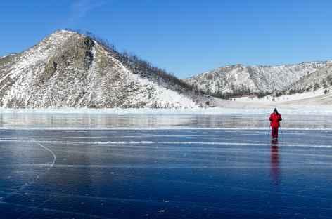 Petite marche sur la glace du Baïkal -