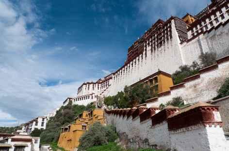 L'immense forteresse du Potala, près de 400 mètres de long - Tibet -