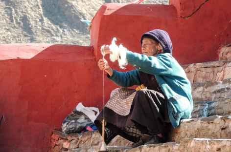 Tibétaine à Yumbulakhang - Tibet -