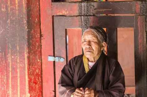 Prière et recueillement au monastère de Samyé - Tibet -
