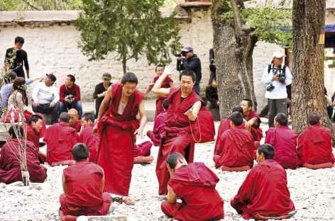 Joutes oratoires à Sera, Tibet -