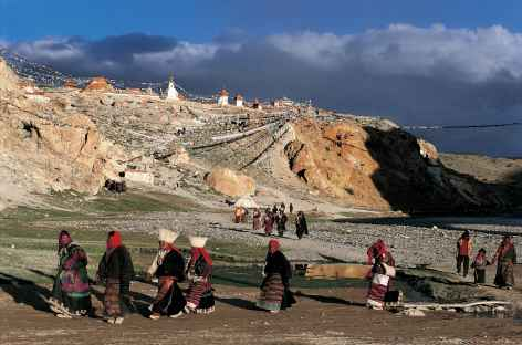 Pèlerins à Tirthapuri, Tibet -