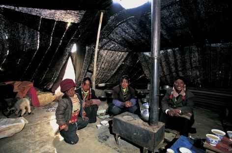 Sous la tente nomade, Tibet -