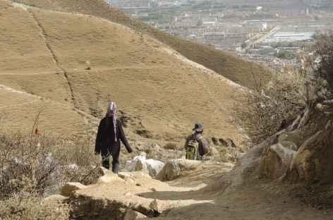 Chemins en balcon à Lhassa -
