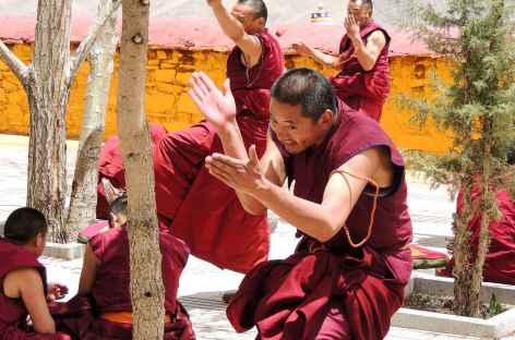 Joutes oratoires à Ganden - Tibet -