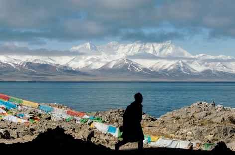 Vue sur les sommets depuis le lac Namtso - Tibet -