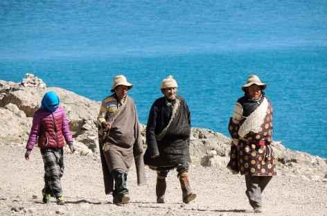 Pélerins au lac Namtso - Tibet -