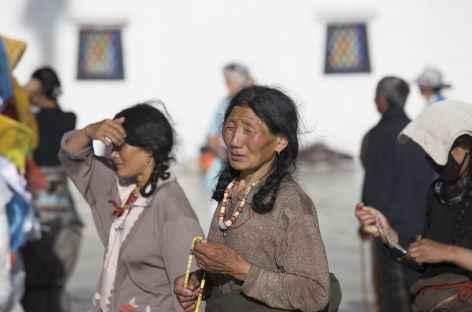 Pélerins dans Lhassa - Tibet -