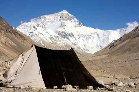 Tente nomade devant l'Everest - Tibet -