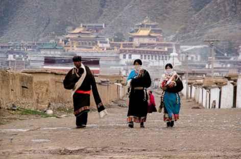 Pélerins goloks au monastère de Labrang - Amdo, Chine -
