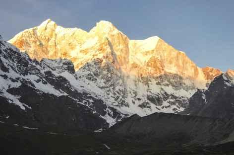 Levé de soleil sur La face Nord Est de L'Everest - Tibet -