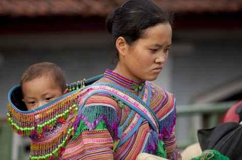 Au marché, lieu de rencontre de toutes les ethnies de la région -