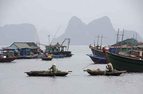 Dans le port de pêche de Van Don -