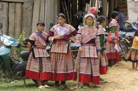 Hmongs fleuris au marché - Vietnam -