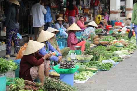 Un marché au bord du delta du Mékong - Vietnam -