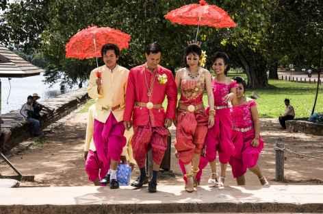 Jeunes mariés  à Angkor - Cambodge -