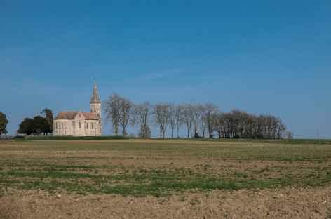 Eglise en rase campagne entre Nérac et le Fréchou -