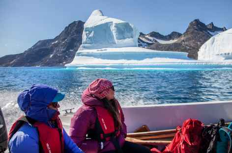 Navigation dans le fjord d'Ikasartivaq - Groenland -