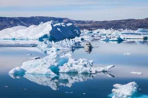 Icebergs dans le fjord d'Ikasartivaq - Groenland -
