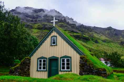 Eglose au village de Höf, côte sud de l'Islande -