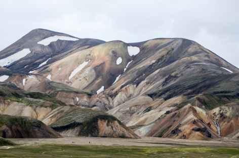 Trek dans la région de Landmannalaugar, Islande -