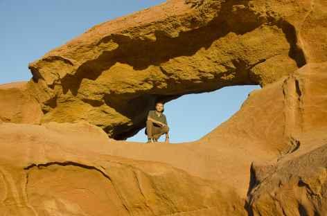 Une des nombreuses arches rocheuses, Désert du Wadi Rum - Jordanie -