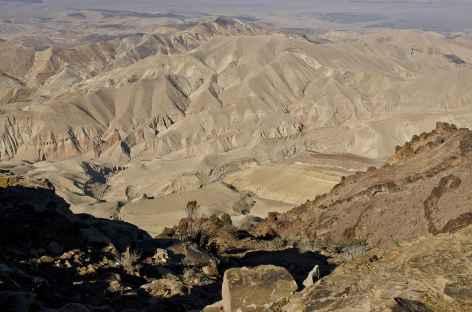 Vers le Mont Garoun, vue plongeante sur le Wadi Araba - Jordanie -