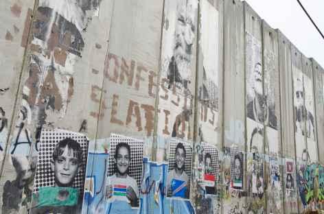 Mur de sécurité séparant les Territoires Palestiniens de l'Israël... -