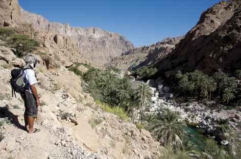 Marche dans le Wadi Tiwi - Oman -